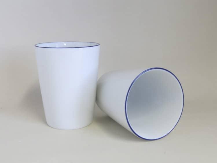 Blaurand Becher konisch ohne Henkel aus Porzellan