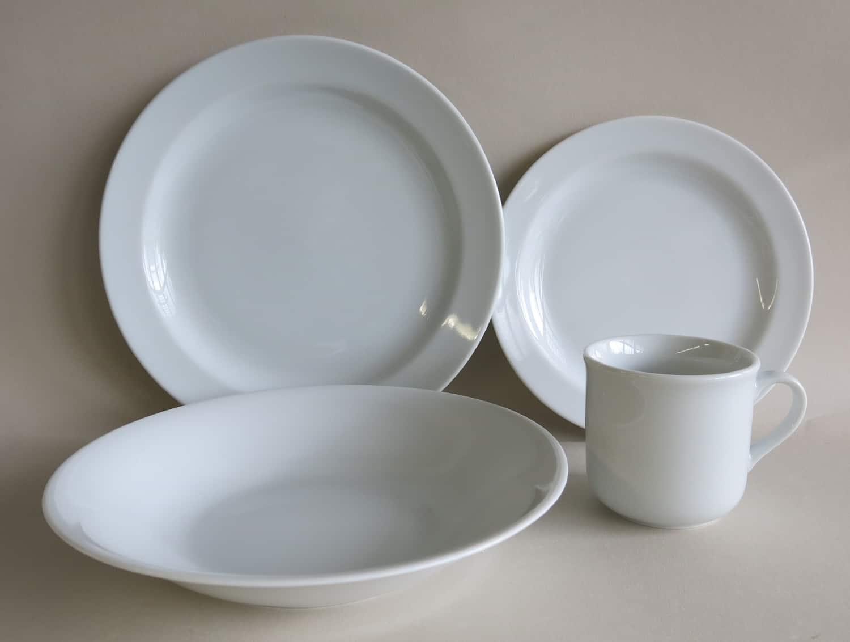 Kindergeschirrset aus Porzellan mit Suppenteller, Essteller, Frühstücksteller und Kinderbecher 230 ml
