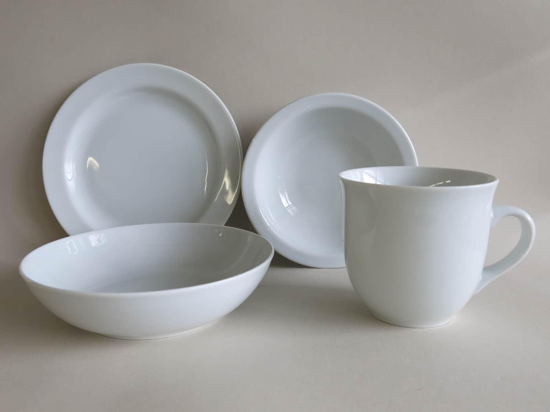 Frühstücksgeschirr aus Porzellan mit Teller, Schale Coup und Becher 400 ml