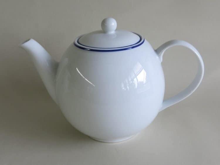 Klassische Teekanne Olympia Blaurand 0,5l