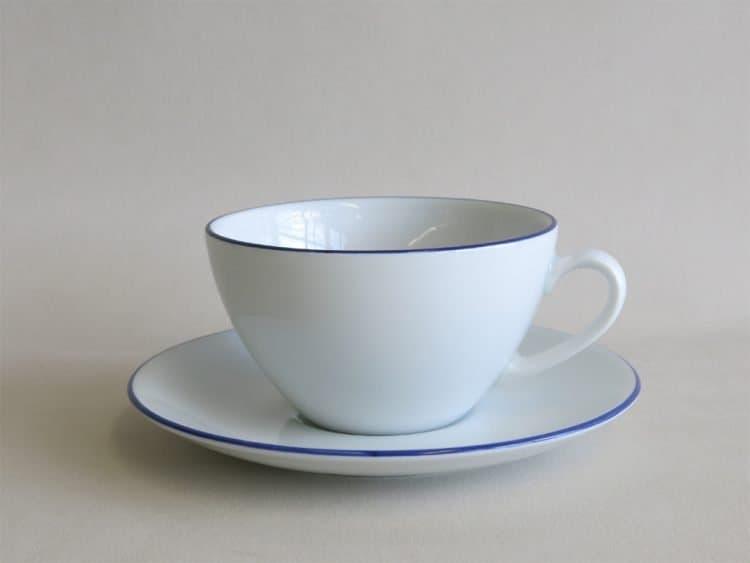 Teetasse Carlo mit blauem Rand und passendem Unterteller Blaurand