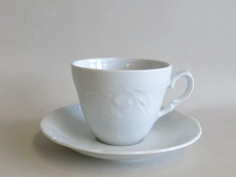 Friederike Porzellantasse ohne Füßchen mit Unterteller