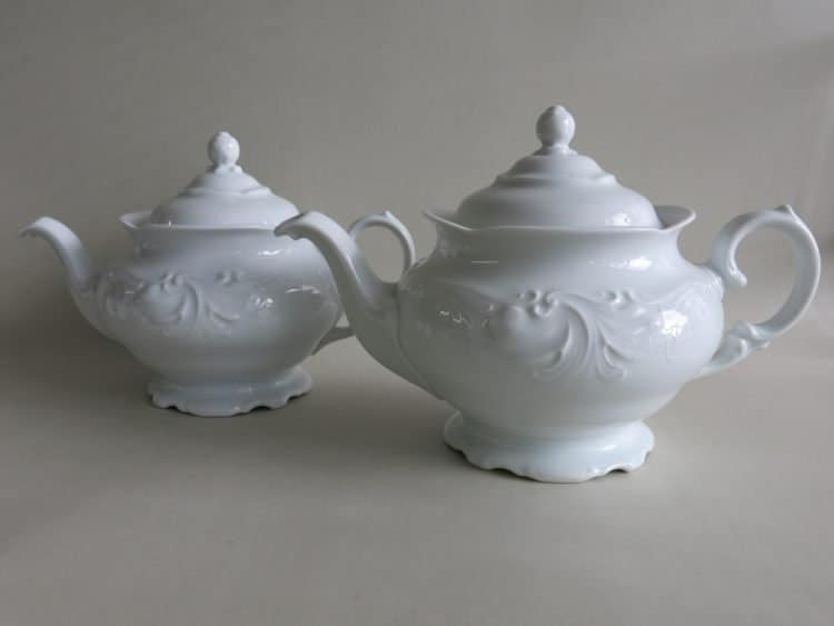 Große und kleine PorzellanTeekannen Friederike