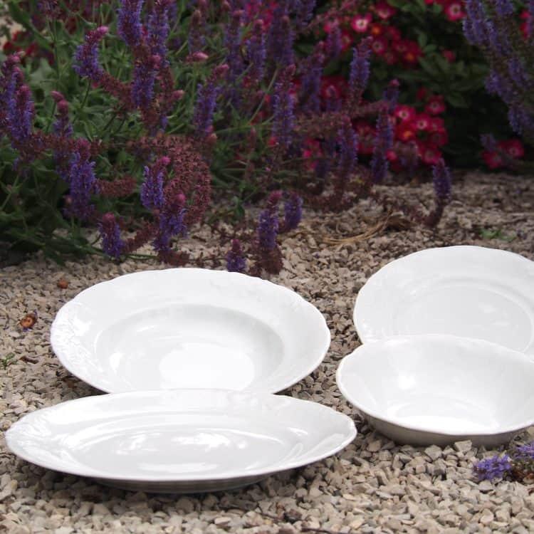 Weiße Teller und Schüssel Friederike
