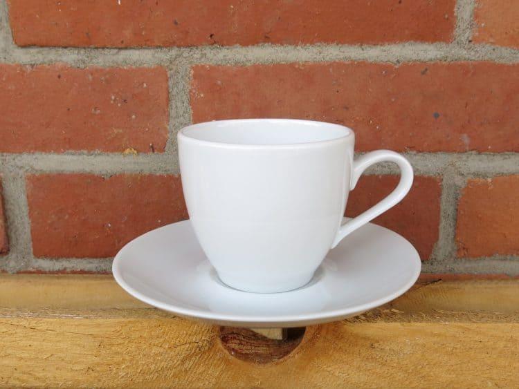 Kaffeetasse Ole 190 ml mit Untertasse weiß aus Porzellan.