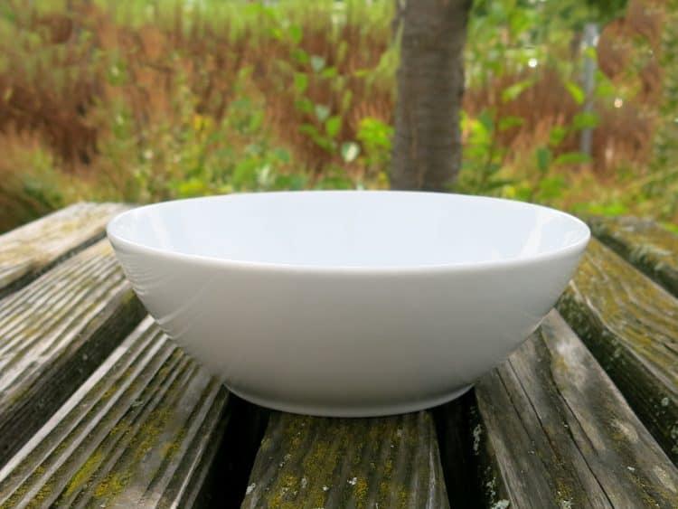 Weiße Porzellanschüssel 17 cm Durchmesser. Serie Ole