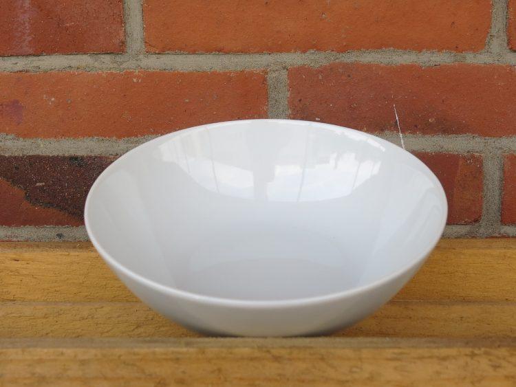 Suppenteller aus weißem Porzellan. Schüssel Ole 17 cm