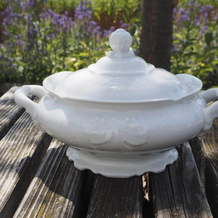 Terrine Friederike aus weißem Porzellan geschlossen