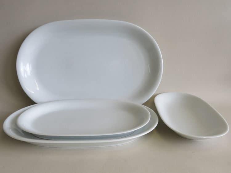 Platten aus weißem Porzellan