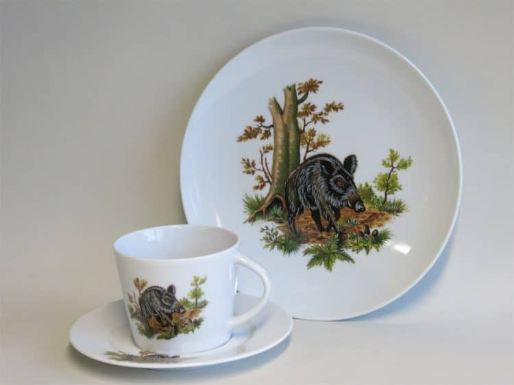 Porzellangedeck Ole mit Tasse Clio und Jagdmotiv Wildschwein mittig