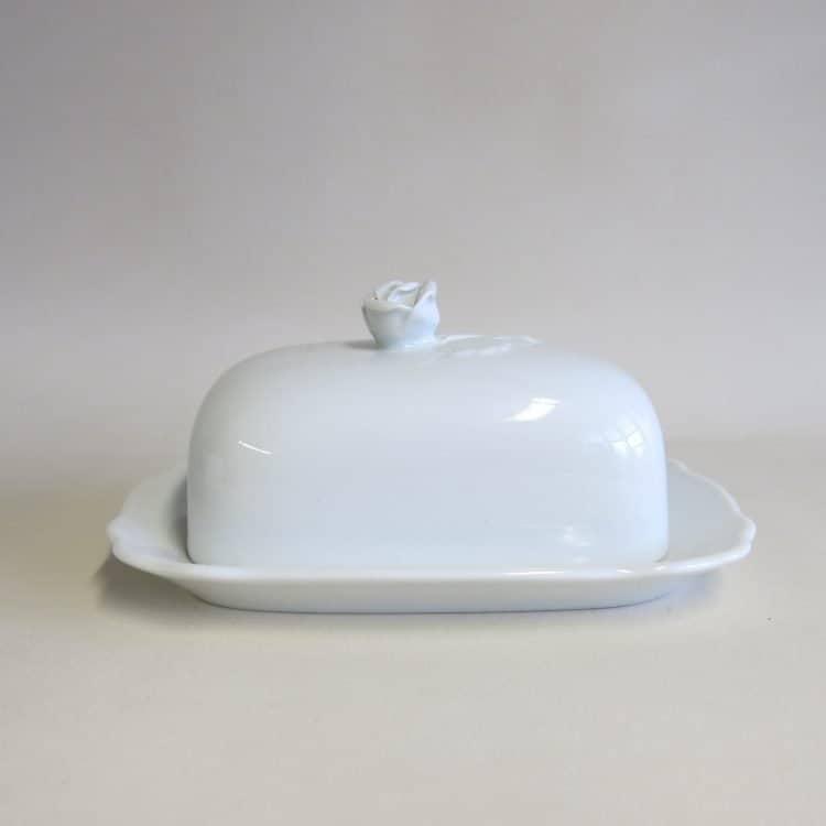 Kleine, weiße Porzellan Butterdose mit Griff Rosenknospe für 125 gr. Butter