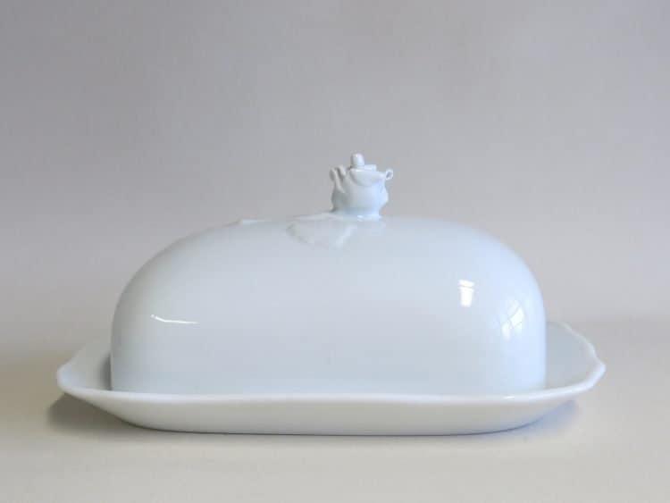 Weiße Porzellan Butterdose mit Griff Rosenknospe für 250 gr. Butter