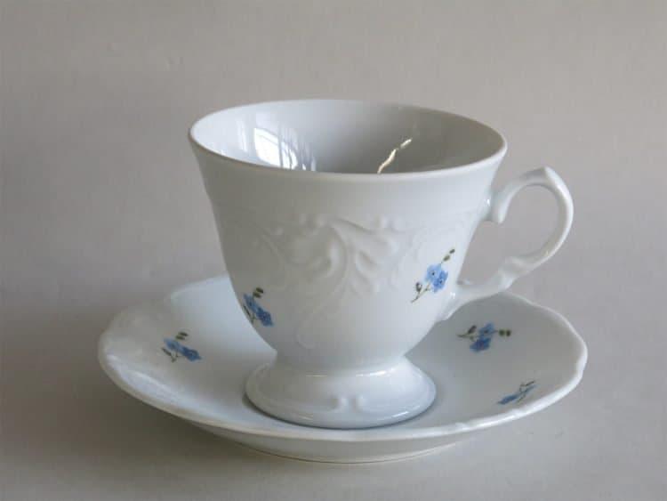 Kaffeetasse mit Füßchen Friederike Vergissmeinnichtstreublümchen