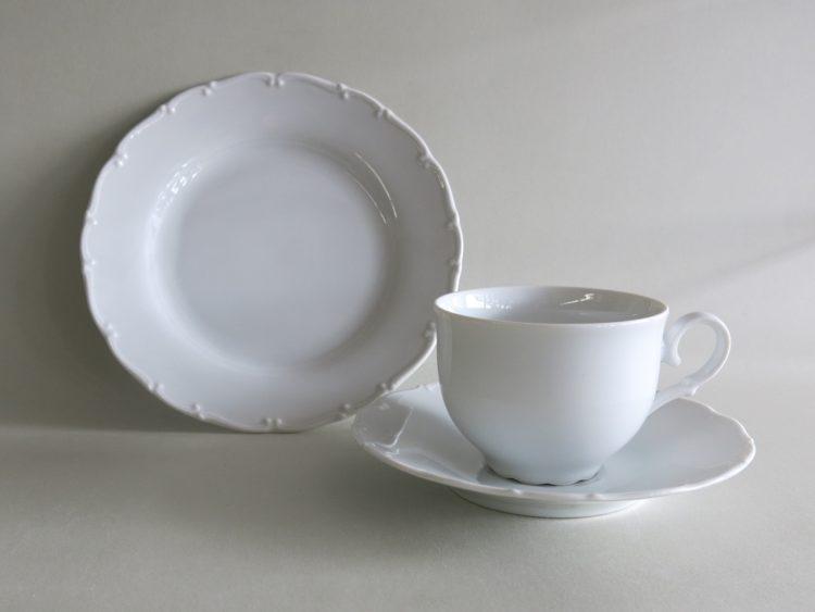 Dreiteiliges Gedeck weißes Porzellan Ofelie Teetasse, Untertasse 15 cm, Teller 19 cm