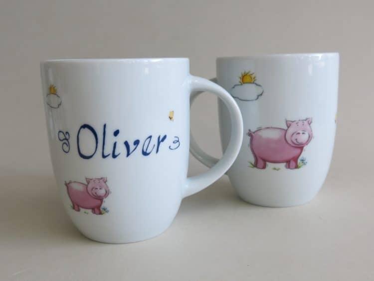 Rundicher Porzellanbecher 260 ml mit Schweinchen, Sonne und Namen personalisiert