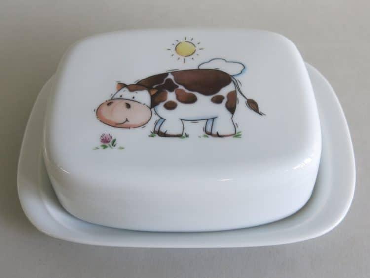 Butterdose aus Porzellan mit Kuh