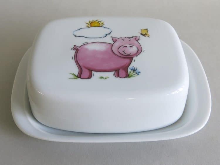Butterdose aus Porzellan mit Schweinchen