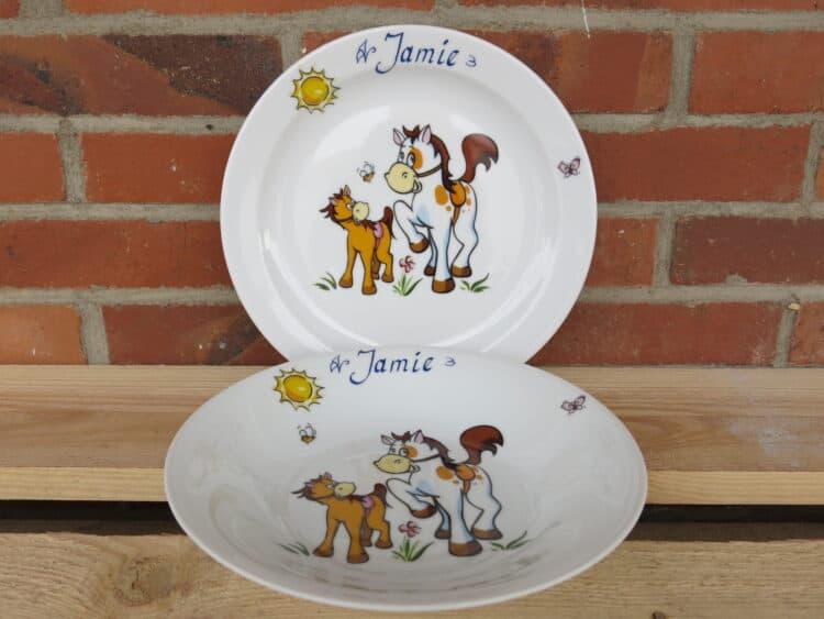 Essteller 24 cm und Suppenteller 22 cm mit Pferd mit Pony und Namen