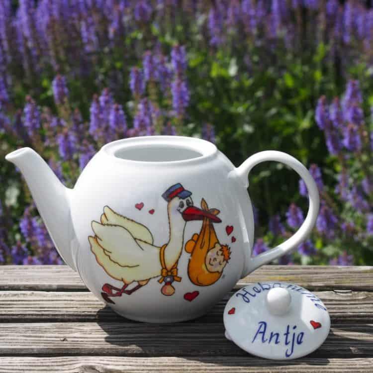 Frühstücksgeschirr Porzellan große Kanne 1,2l mit Storch und Namen & Zusatz Hebamme auf dem Deckel