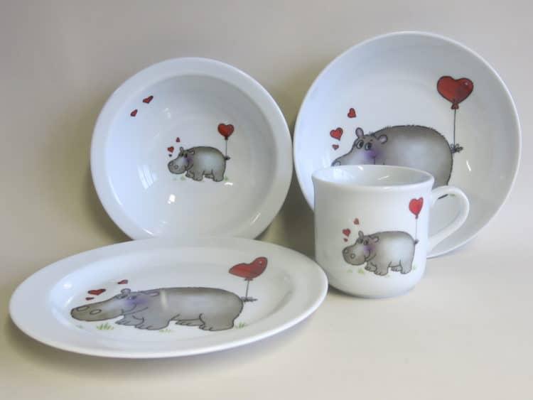 Kindergeschirr Porzellan Set Becher, Teller, Schale und Müslischüssel Nilpferd mit Herz