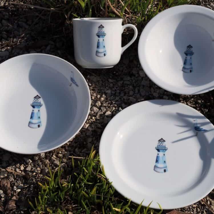 Kindergeschirr Porzellan Set mit Becher, Teller, Schale und Müslischüssel mit Leuchtturm blau