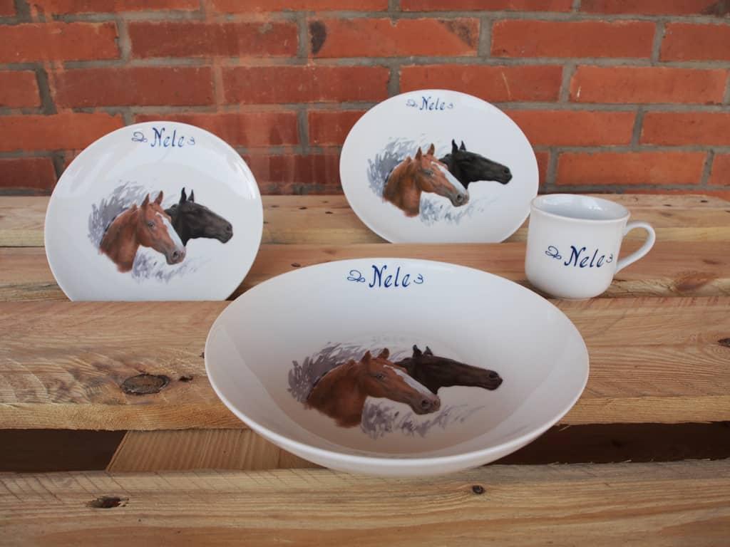 Kindergeschirr Porzellan Set mit Becher, Teller, Schale und Müslischüssel mit Brauner und Rappe