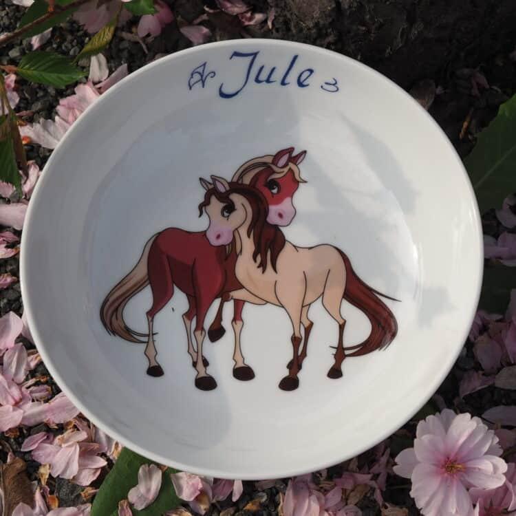Schale aus weißem Porzellan mit zwei Pferdchen und Namen