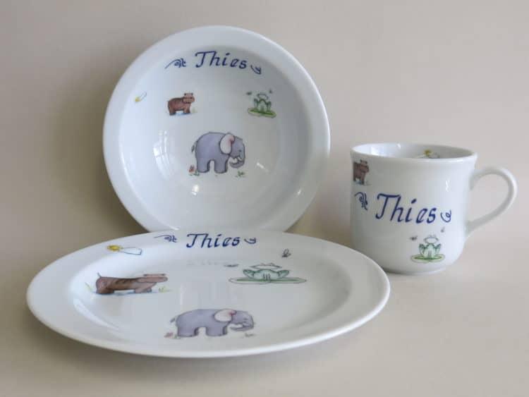 Kindergeschirr Porzellan Set Becher, Teller und Müslischüssel, afrikanische Tiere am Fluss