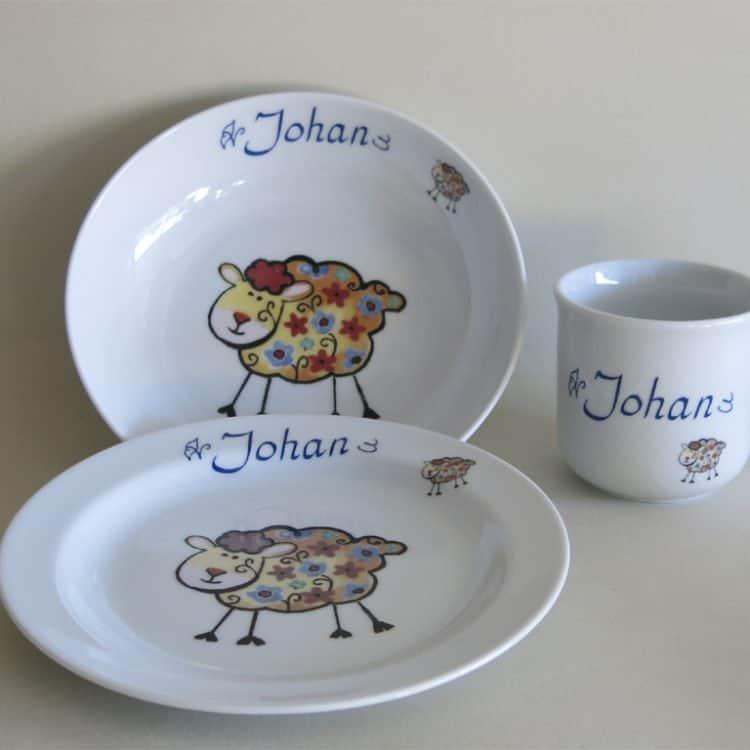 Kindergeschirr Porzellan Set Becher Schale und Teller Schäfchen Blume und Name
