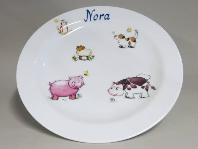 Teller mit Bauernhoftieren und Namen