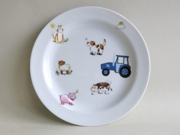 Essteller mit Bauernhof und Traktor