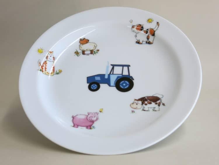 Teller mit Bauernhof und Trakor