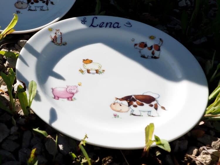 Teller aus Porzellan 19 cm mit Bauernhoftieren und Namen
