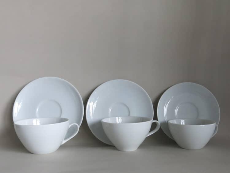 Drei Teetassen aus Porzellan