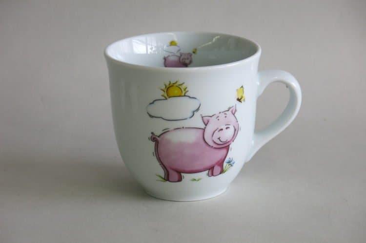 Großer Becher 400 ml mit rosa Schwein auf weißem Porzellan
