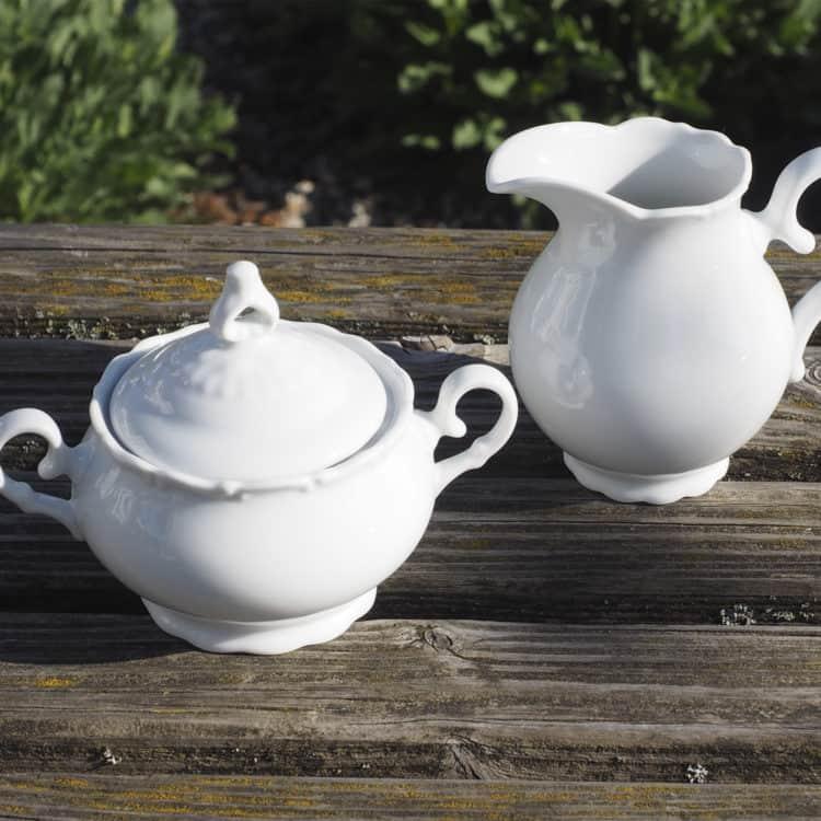 Milchgießer und Zuckerdose mit Henkelnaus der PorzellanserieOfelie