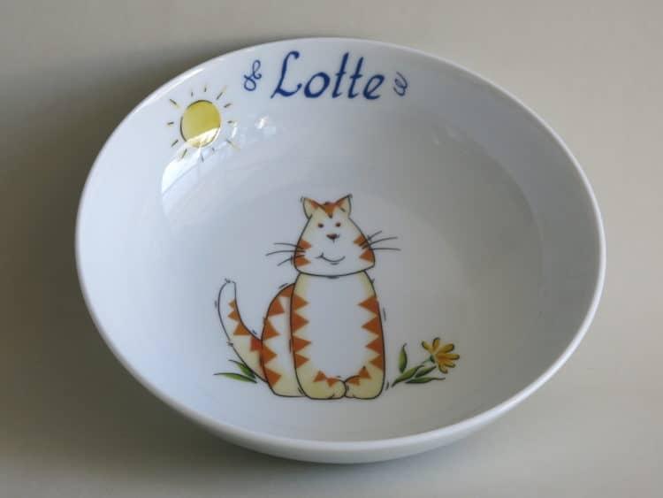 Schale aus Porzellan personalisiert mit Namen und Tigerkatze