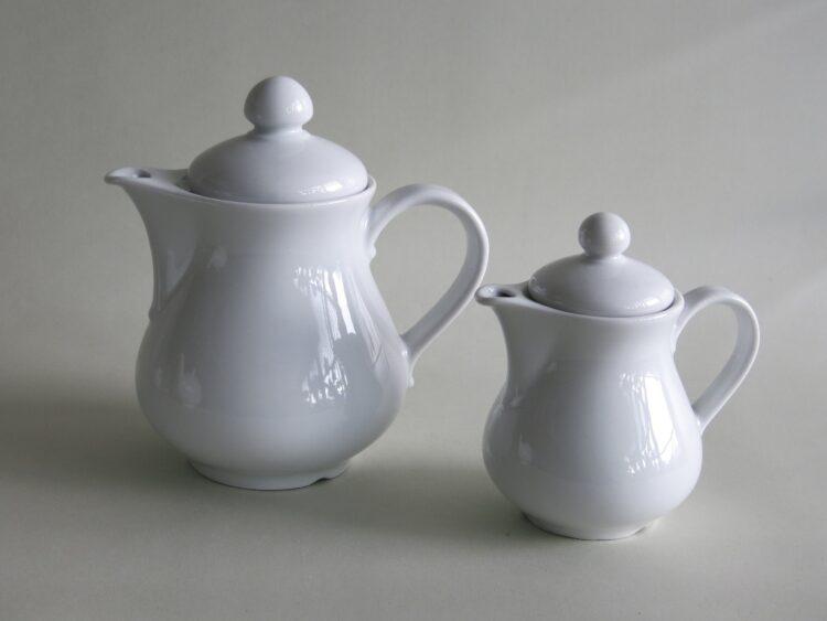 Zwei kleine weiße Porzellan Kaffeekannen Wersal 0,7 und 0,3l