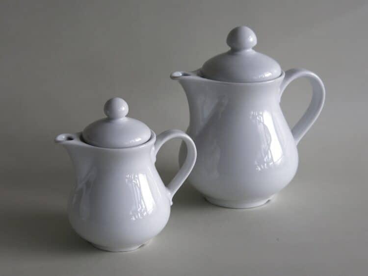 Zwei weiße Porzellan Kaffeekannen Wersal 0,7 und 0,3l