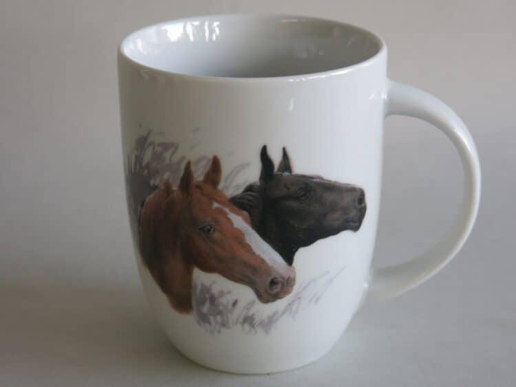Frühstücksgeschirr Porzellan rundlicher Becher 260ml mit Pferdeköpfe braun und schwarz