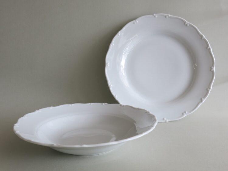 Ess- und Suppenteller aus der weißen PorzellanserieOfelie