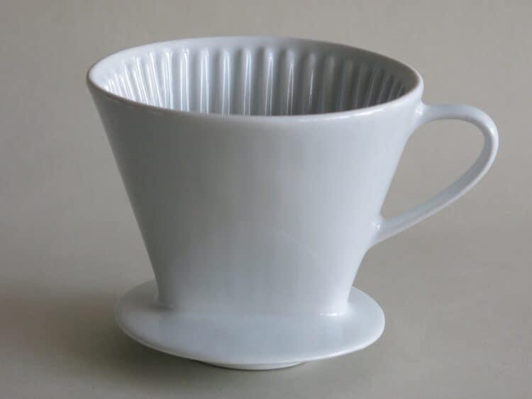 Kaffeefilter Butler 104 aus weißem Porzellan drei Löcher