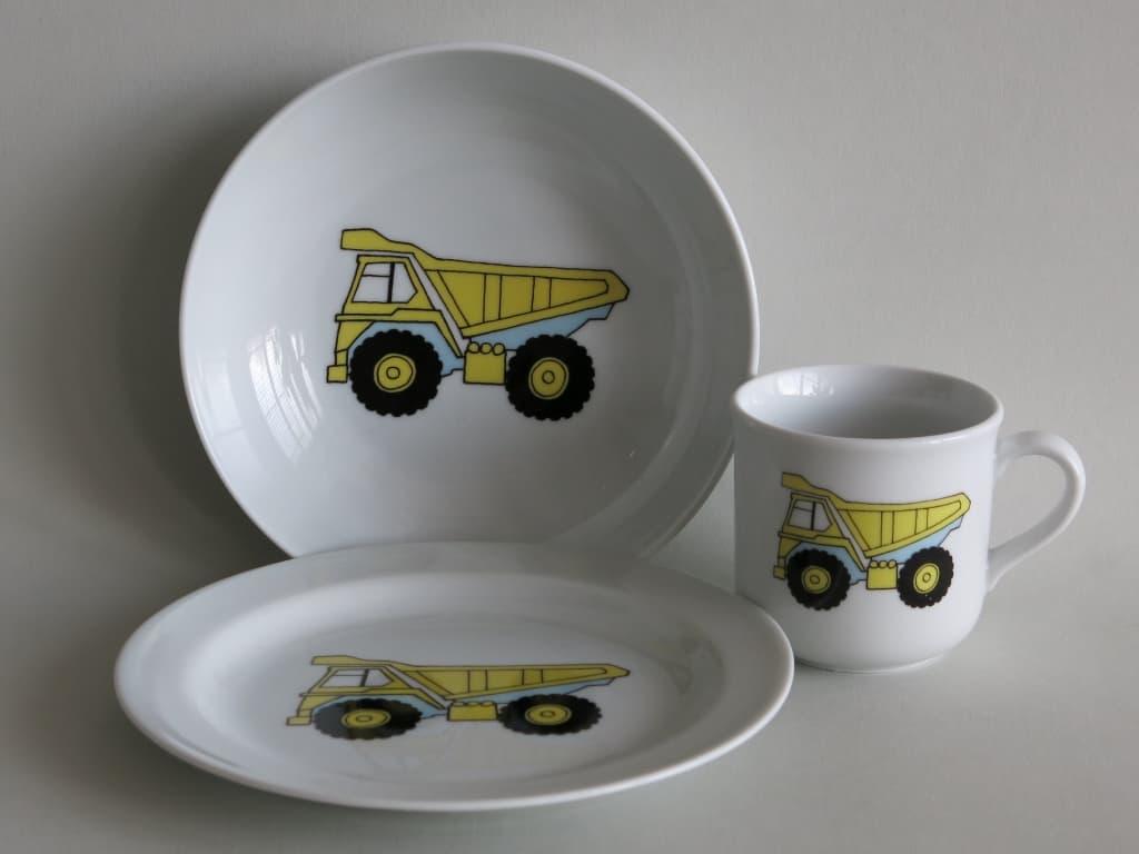 Kindergeschirr Porzellan Set, kleiner Becher 230ml, tiefe Schale 18cm und flacher Teller 19cm mit gelben LKW