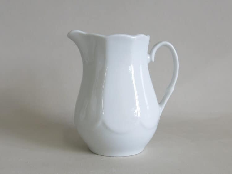 Milchgießer Jastra 200 ml aus weißem Porzellan