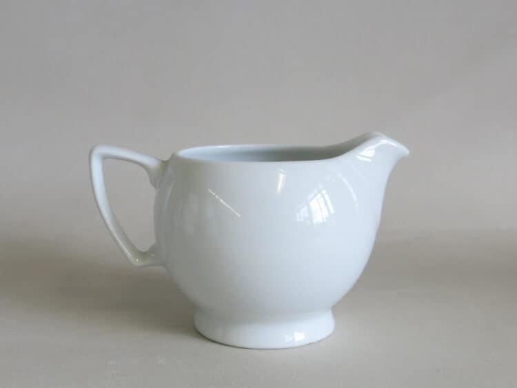 Milchgießer Ambassador 150 ml aus weißem Porzellan