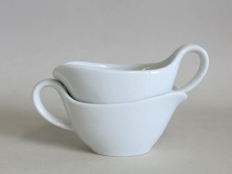 Minisauciere 50 ml aus weißem Porzellan gestapelt