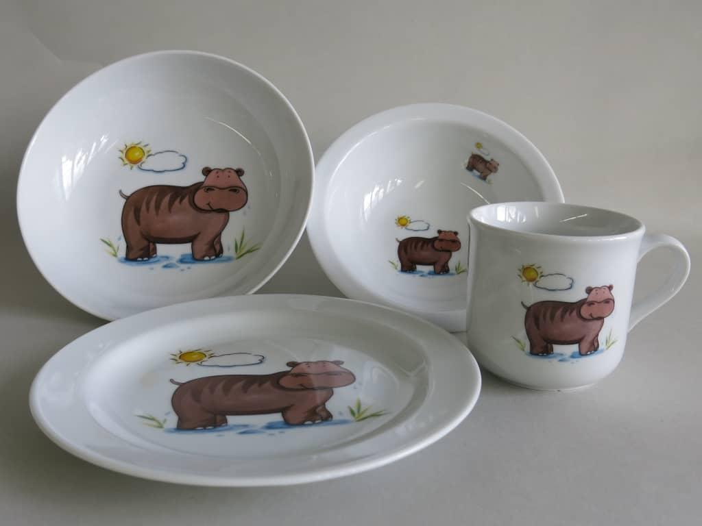 Kindergeschirr Porzellan Set, kleiner Becher 230ml, Müslischüssel 16cm, tiefe Schale 18cm und flacher Teller 19cm mit Nilpferd Sonne