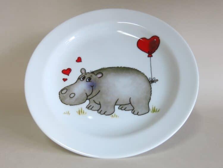 Kindergeschirr Porzellan flacher Teller 19cm mit Nilpferd Herzen