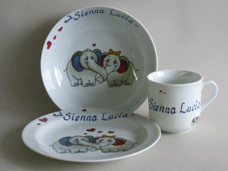 Kindergeschirr Porzellan Set, kleiner Becher 230ml, tiefe Schale 18cm und flacher Teller 19cm mit Elefantenpaar und Doppelnamen