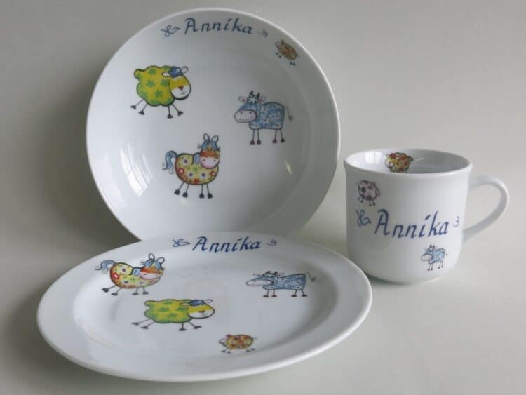 Kindergeschirr Porzellan Set, kleiner Becher 230ml, tiefe Schale 18cm und flacher teller 19cm mit Farm kunterbunt mit allen Farmtieren und allen Farben und Namen